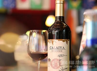 女人喝红酒的好处 来月经可以喝红酒吗