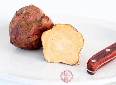 红薯和鸡蛋最好不要一起吃,红薯里有糖分,糖和鸡蛋一起吃回导致腹痛