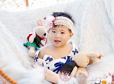 新生儿吃完奶打嗝是怎么回事 这样做可以缓解