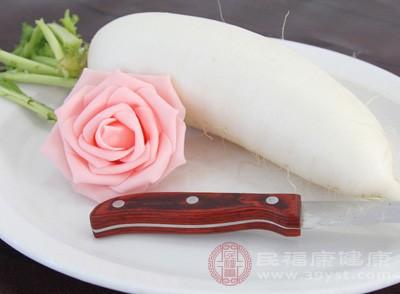 白萝卜1000克(最好选购长形的耙齿萝卜),川贝10克,淡菜30克,瘦肉150克