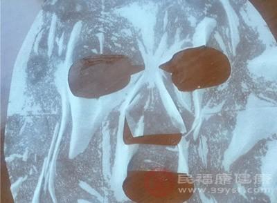 面膜中的营养很难透过皮肤被吸收
