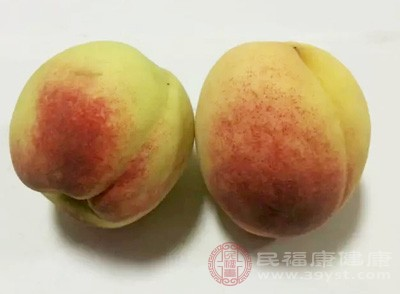 常吃一些桃子有利于皮肤的水润哦