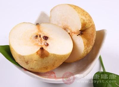 把梨子洗干净之后去掉皮和核