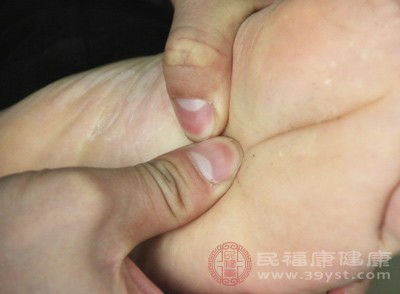 抠脚会导致糖尿病足  如何避免糖尿病足的出现