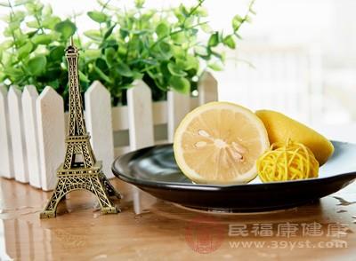 柠檬的功效与作用 柠檬这样吃可去腥除腻