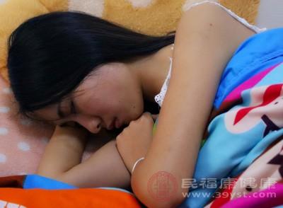经常失眠、头晕脑胀、腰酸背痛、下肢乏力等。经常感到很困倦,却无法熟睡,多梦、易惊醒