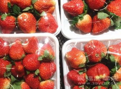草莓含有果胶和丰富的膳食纤维