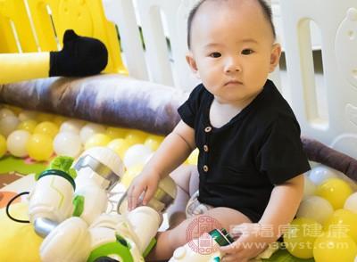 宝宝母乳吃不饱的表现是什么 宝宝喂食原则