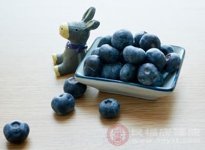 蓝莓中的化合物有助于减轻炎症、和缓氧化毁伤,从而进步年老后的记忆力和肢体灵活性