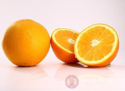 切开橙皮保留做盖,装一小碗内