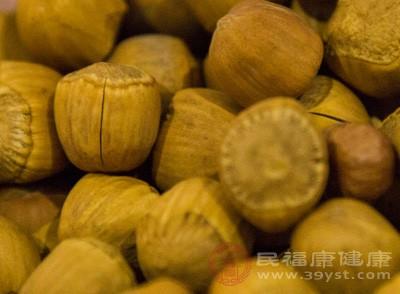 """榛子,一种坚果类食品,有着""""坚果之王""""的称号。其营养丰富,果仁中除了含有蛋白质、脂肪、糖类外,胡萝卜素,维生素B1,维生素B2"""
