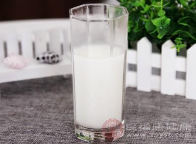 生产的纯牛奶,脂肪检出值为2.57g/100g