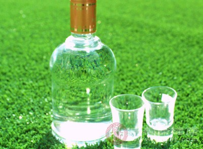 捣毁生产、销售假冒五粮液、剑南春知名品牌白酒窝点一处