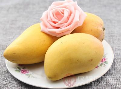 比如像对桦树过敏的人就可能对苹果、梨、芒果水果过敏