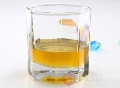 放凉后加入蜂蜜拌匀,一定要放凉再放蜂蜜,不然蜂蜜的营养会被破坏的,冻在冰箱里,喝水的时候就拿出来泡吧