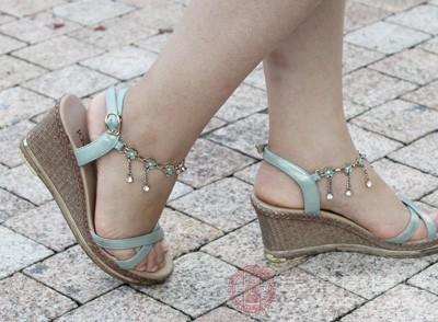 尽可能避免长时光穿着高跟鞋