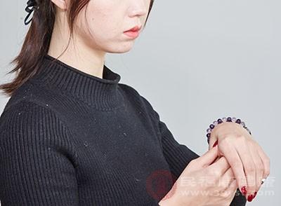 左撇子的健康隐疾有哪些 这三点你知道吗