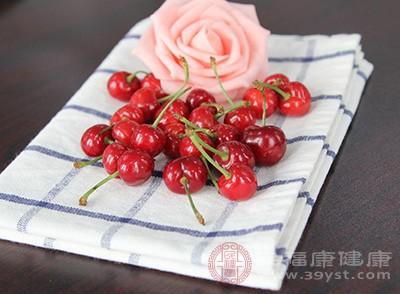 樱桃:樱桃营养��怒丰富,特别是铁含量超高