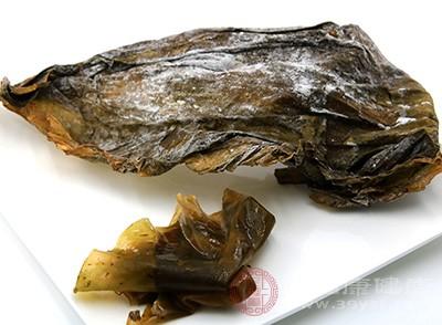 没经过漂染的海带,海鲜的味道比较浓厚,经过漂染处理过的海带,海鲜的味道就有所减少