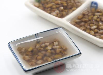 说明绿豆的有效成分都在汤里面了