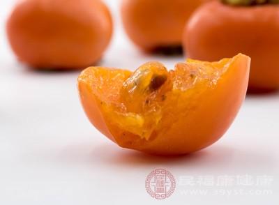 柿子含有很丰富的铁元素,并且是吃柿子可以刺激人体的血红蛋白可以很好的合成铁元素