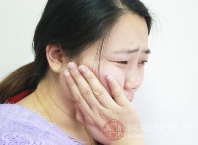 牙周炎癥加重或晚期牙周炎時,常因化膿而導致牙齦腫脹、疼痛更加明顯