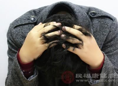 患者有长达20余年的间歇性头痛病史