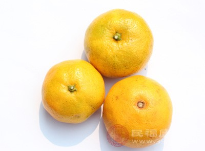 正确的吃法是,每餐吃一个拳头大小的蔬菜,一个橘子大小的水果