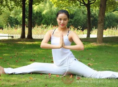 运动腰部、舒展筋骨