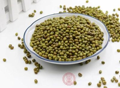 绿豆、粳米各25克,葡萄糖1匙