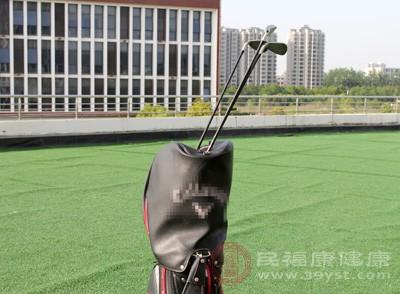 安全在高尔夫运动中是如此之重要,以至于高尔夫规则和礼仪都将其列在开篇的首要位置