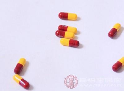 锂制剂、干扰素、β-受体阻滞剂和抗疟药可以使银屑病加重