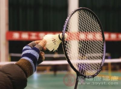 羽毛球发球技巧 打羽毛球还有这种好处