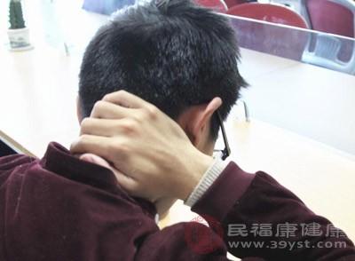 中医认为颈椎病久治不愈会引起耳鸣,称之为痹症