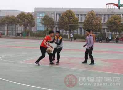 打篮球的好处 打篮球得学会这些技巧