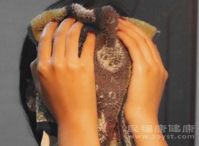 护肤误区,用毛巾擦拭皮肤