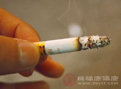 吸烟容易诱发胃溃疡发作和加剧