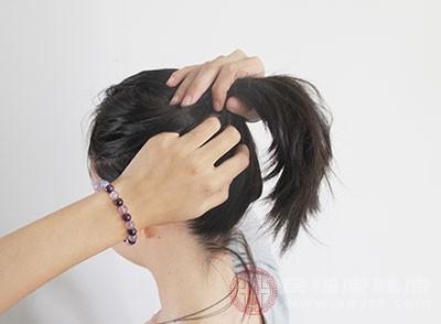 烫发后怎么扎好看 教你怎样扎出好看的头发