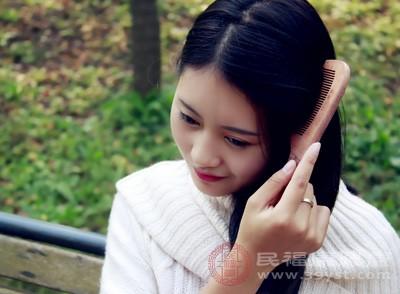 同时能给头发高度保湿和滋润的作用