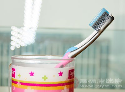 牙科专家建议3个月换一次牙刷