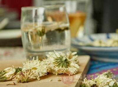 菊花枸杞粥,有益肾养肝明目的功效