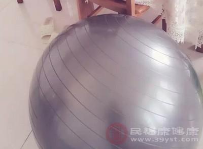 瑜伽球怎么用 用瑜伽球有这三大好处