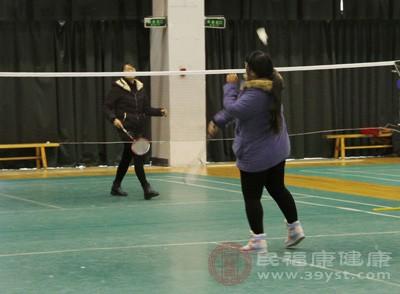 打羽毛球的技巧 新手打羽毛球有8个事项