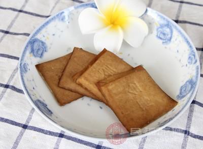 """豆腐干竟是这样做成 豆制品""""黑作坊""""被查封"""
