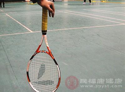 网球接发球技巧 打网球的4个事项很重要