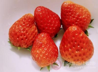 草莓对于治疗现在医学比较难以治疗白血病、障碍性贫血等一些血液疾病有一定的治疗效果
