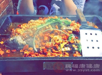 """网红烤鱼店的""""秘方""""竟然是口水油"""