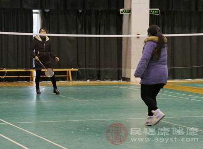 羽毛球的单打技巧 打羽毛球具有三大禁忌