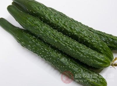 黄瓜可直接补充皮肤因晒所失去的大量水分