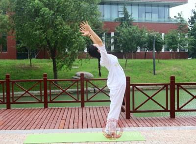 高温瑜伽的好处 高温瑜伽练习注意这些事项
